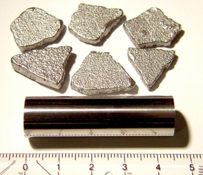 "bottom: iron rod 99.98 %,  1/2"" dia. * 45mm length, top: iron chips 99.97+ %, electrolytically refined."